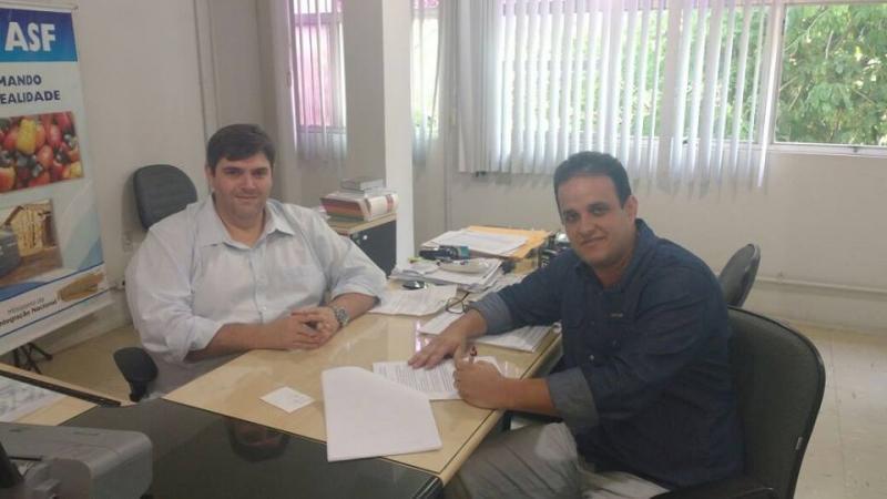 Convênio garante R$ 260 mil para calçamento na zona rural de Amarante
