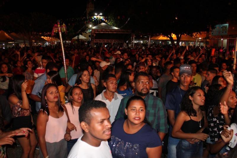 Mara Pavanelly, Cajón Band e Lucas Davi agitaram noite em São Pedro