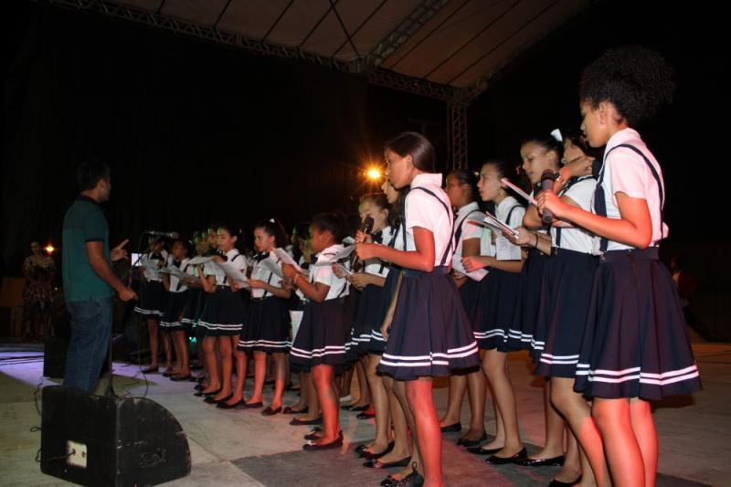 Prefeitura de São Pedro realizou mais uma noite de festas nesse domingo