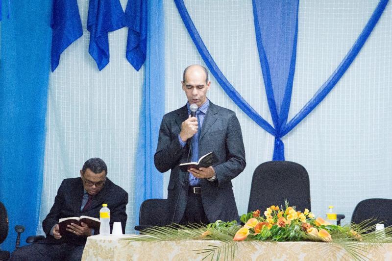 Prefeito Dr. Alcione participa de culto que marca abertura das festividades do município