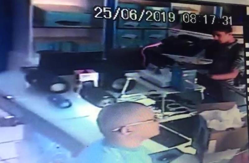 Homem furta computadores de balcão de loja em Parnaíba