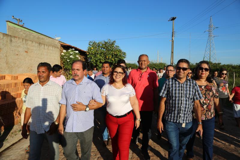 Prefeita Patrícia Leal entrega obras de calçamento no bairro Boa Fé