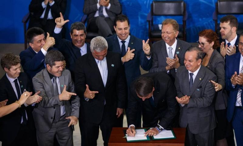 Veja o que muda e não muda nos novos decretos de Bolsonaro