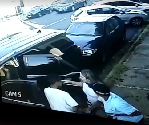 Criminosos rendem mãe e filha e levam carro em Teresina