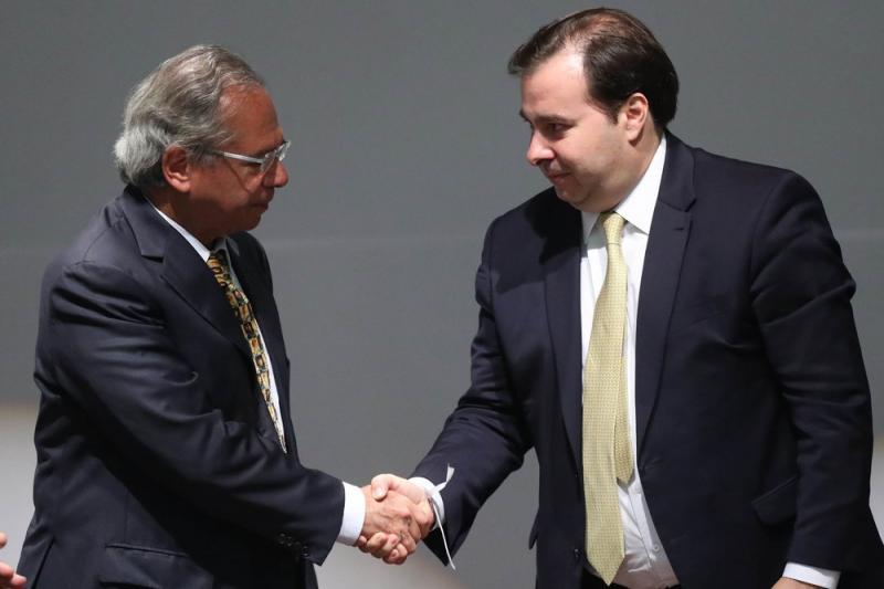 O ministro da Economia, Paulo Guedes, e o presidente da Câmara dos Deputados, Rodrigo Maia (DEM-RJ) — Foto: Gabriela Biló/Estadão Conteúdo