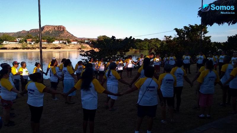 Idosos iniciam o dia com atividades ao ar livre em Amarante