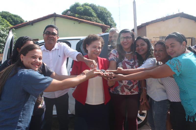 Prefeitura de Coivaras entrega carro 0 km ao Conselho Tutelar da cidade