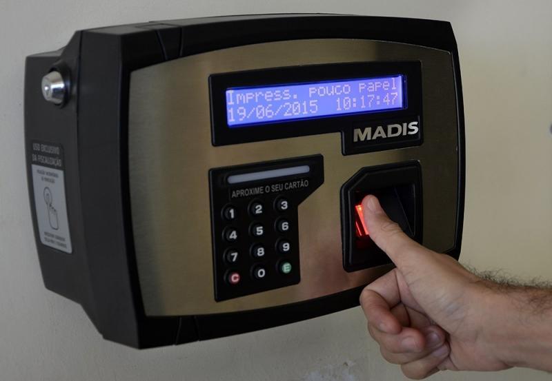 Servidores públicos federais serão obrigados a bater ponto eletrônico