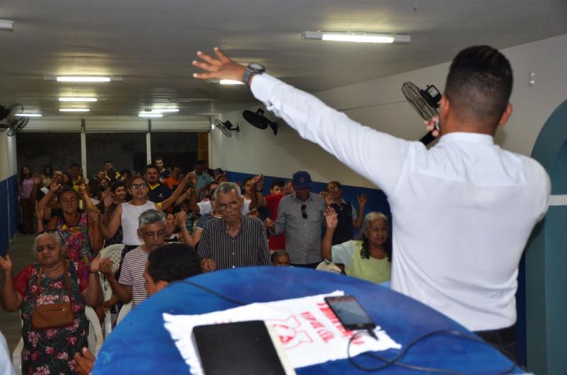 "Culto na Igreja Mundial em Piracuruca ""Portas Abertas"""