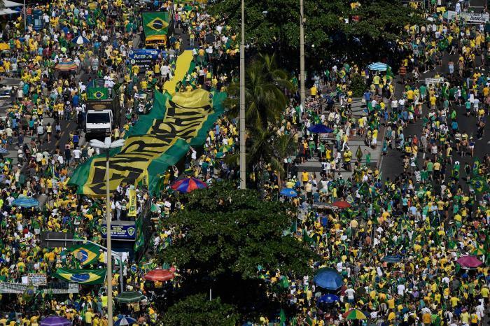 Povo vai à rua em ato que fortalece Moro, governo e a Lava Jato