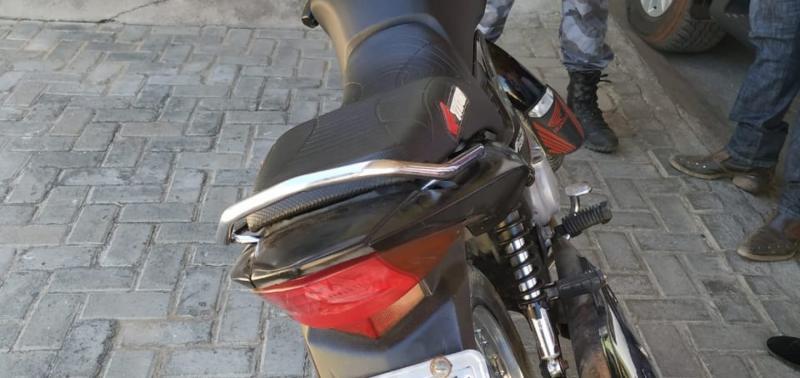 Polícia apreende duas motos em feira livre em Jaicós