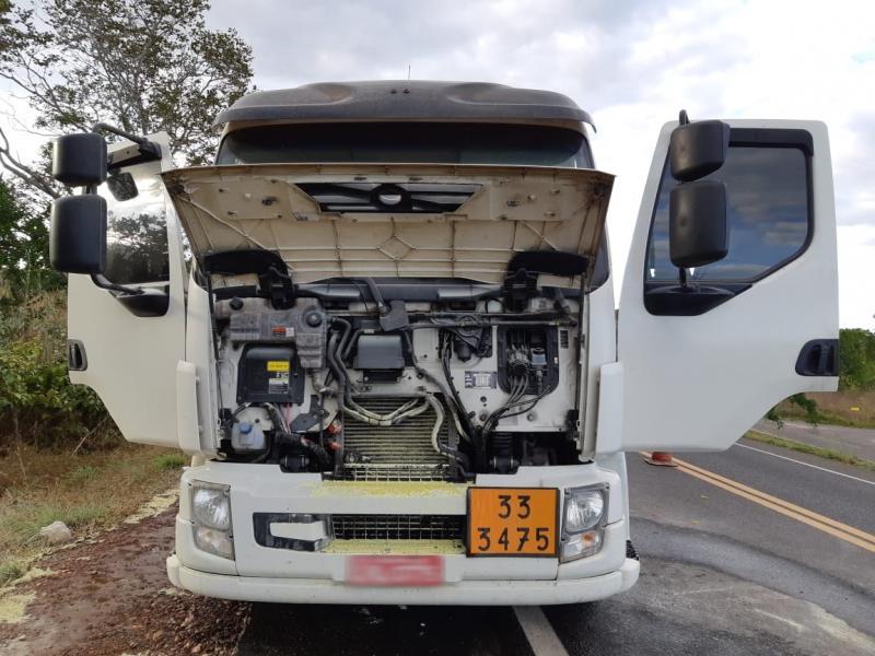 Caminhão com combustível pega fogo na BR-316