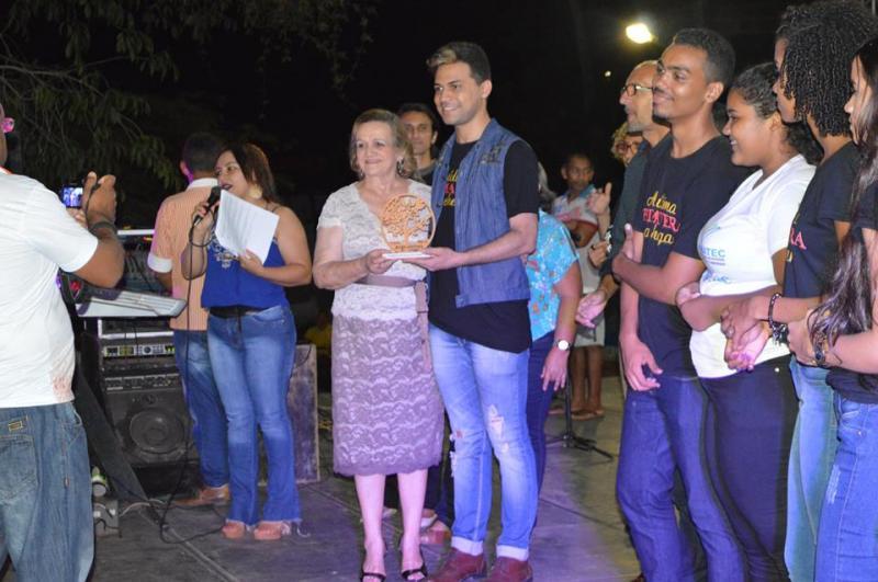 """Filme """"A última Primavera"""" recebe troféu em Angical do Piauí"""