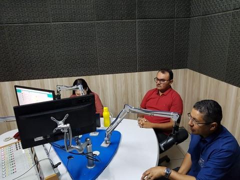 Prefeito concede entrevista a Rádio em Teresina falando do Festival