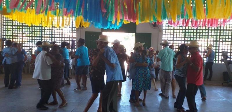 Prefeitura realiza arraiá com idosos do centro de convivência em Demerval