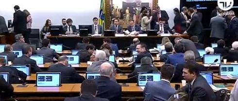 Assista: Comissão aprova texto principal da reforma da Previdência