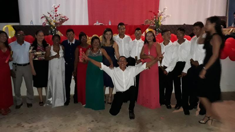 Escola Marques da Rocha realiza colação de grau com formandos 2017