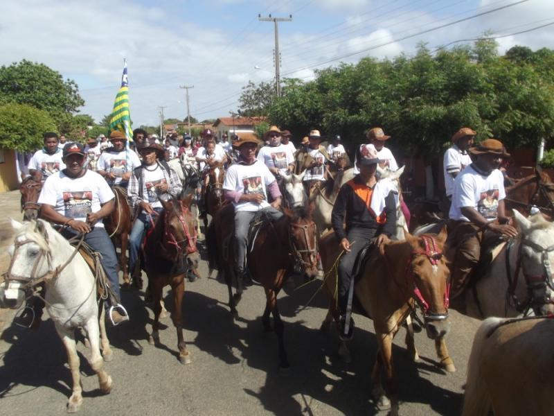 Cavalgada marca início de festejos em Olho D'água do Piauí