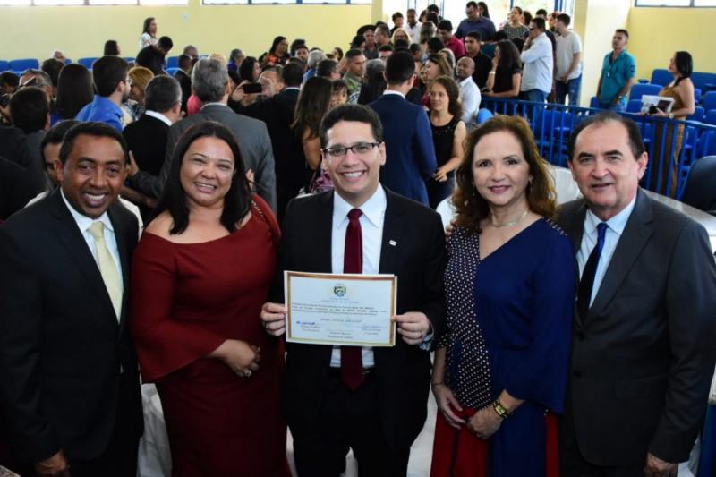 Legislativo entrega Títulos de Cidadania nos 122 anos de Floriano