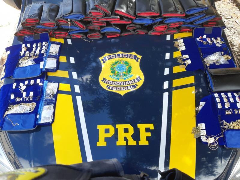 PRF apreende R$ 15 mil em semijoias dentro de carro na BR-316