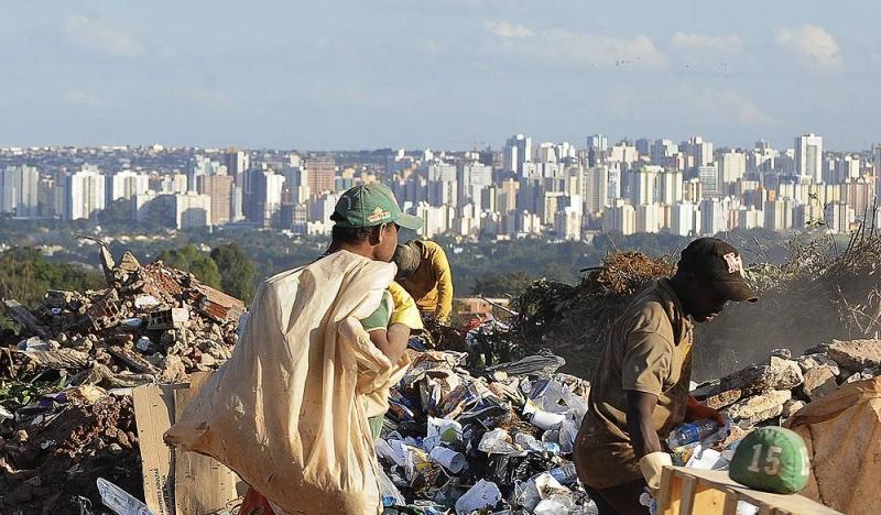 24,8 milhões de brasileiros viviam na miséria em 2016