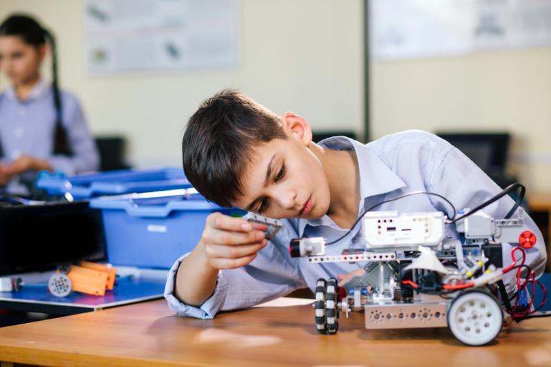 Jovens falam da importância de investimento em projetos científicos