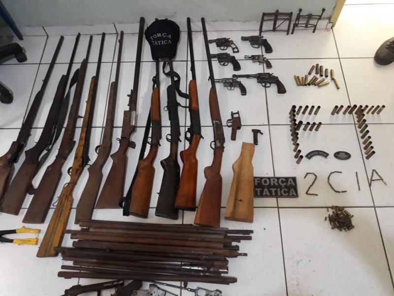 Força Tática apreende arsenal de armas na cidade de Valença