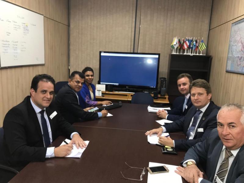 Prefeito de Santa Cruz dos Milagres visita MEC em Brasília