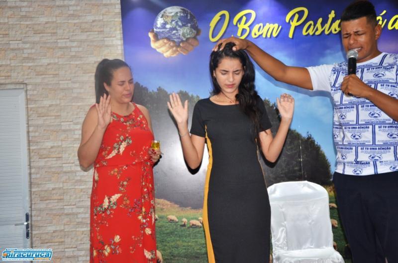 Larícia Castro comemora aniversário na Igreja Mundial em Piracuruca