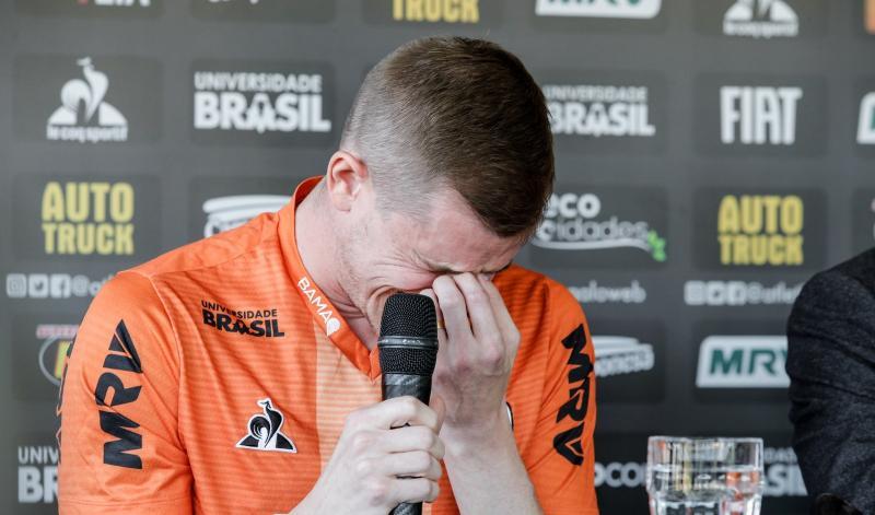 Jogador do Atlético-MG encerra carreira por problema cardíaco