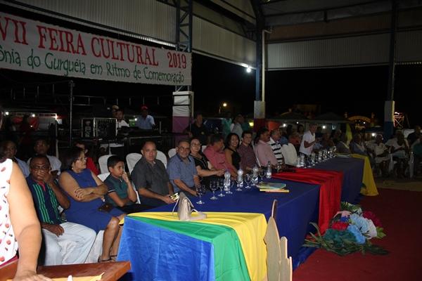 Prefeita Doquinha recepciona convidados na XVII Feira Cultural