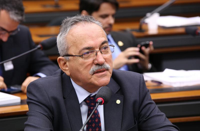 PSB abre processo contra Átila Lira por votar a favor da reforma