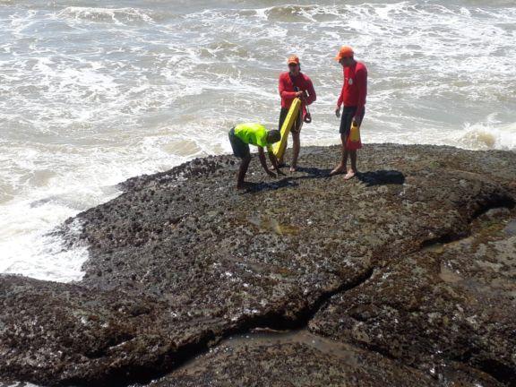 Bombeiros salvam banhista de afogamento em praia do Piauí