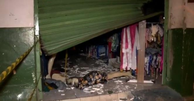 Incêndio atinge loja de roupas no centro de Teresina