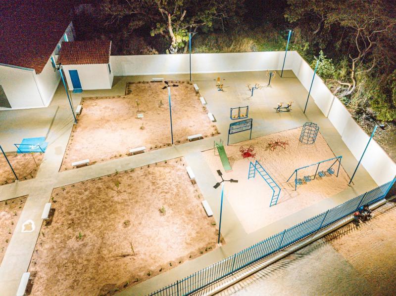 Prefeito inaugura praça e anuncia novas obras no Bairro Várzea em Oeiras