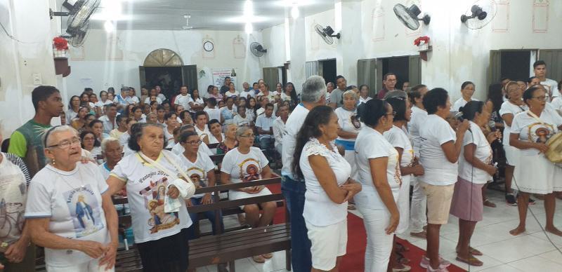 Procissão, missa e show em praça encerram o festejo de Olho D'água