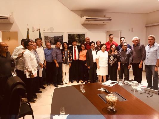 Prefeita Doquinha em reunião com Governador Wellington Dias e líderes do PT