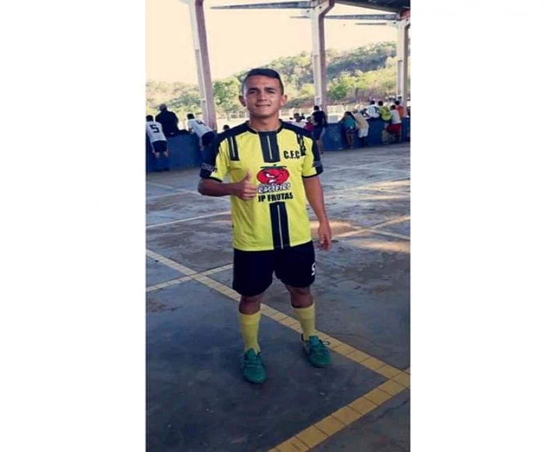 Jovem pede ajuda para a realização de um sonho que é ser jogador de futebol