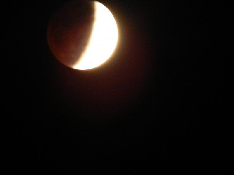 Eclipse Lunar é visto por toda Beneditinos nesta noite de terça feira 16/7