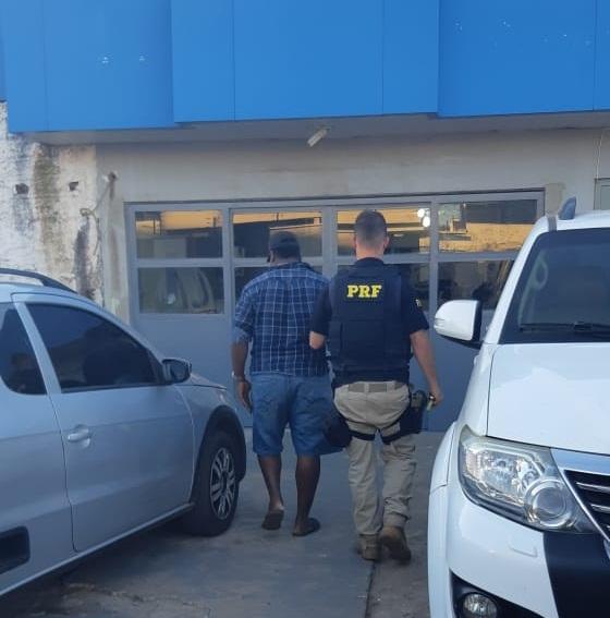Motorista bêbado é preso fazendo zigue-zage na BR-316