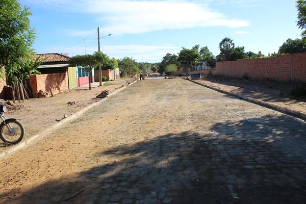 Calçamento da Rua Sebastião Barbosa de Araújo em Colonia do Gurgueia
