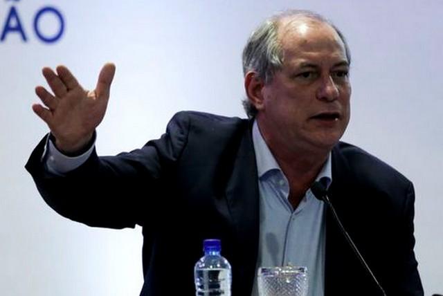 "Ciro Gomes chama Bolsonaro de ""Magda das milícias"""
