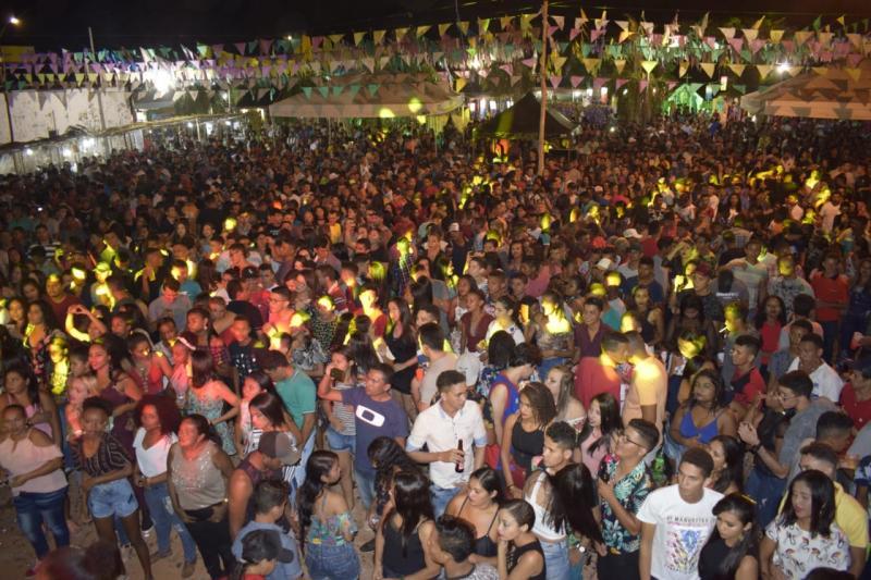 Mais de 3 mil pessoas comparecem a Show no festival Julino - Campo Largo-PI
