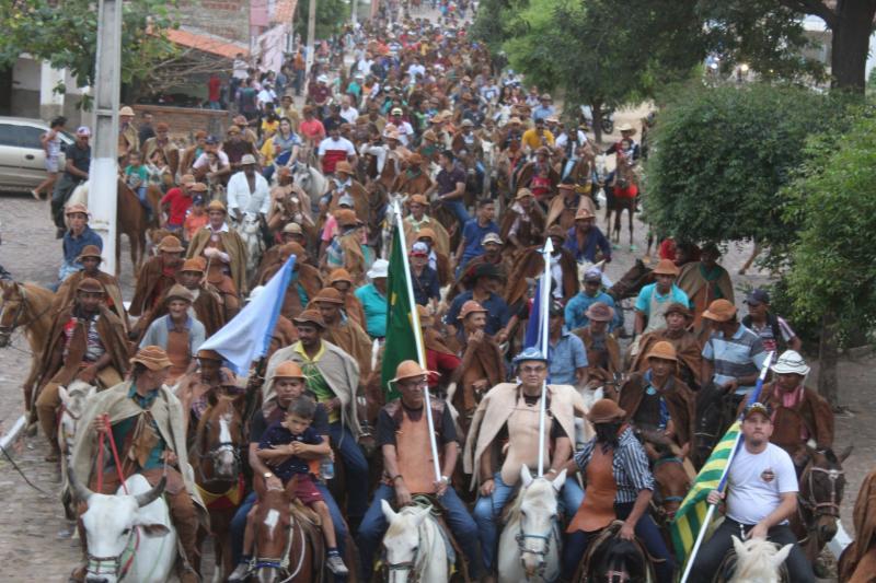 Maior festa dos vaqueiros do Piauí lota praça