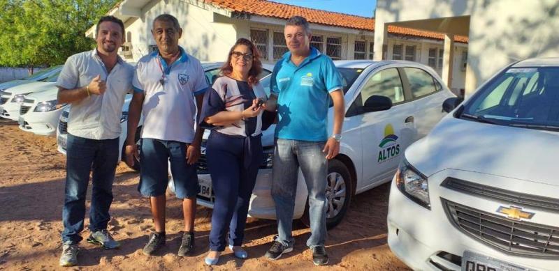 Prefeitura de Altos renova frota de veículos de Secretarias
