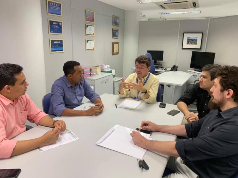 Prefeito de Floriano participa de reunião sobre obras de pavimentação