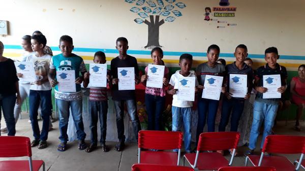 Escola Clodoaldo de Castro realizou a entrega de certificados para alunos do 5° ano