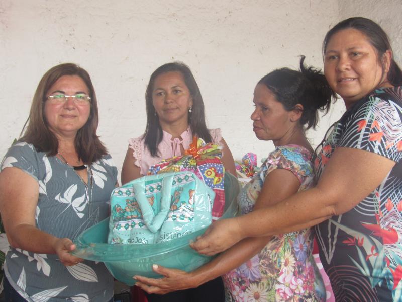 Prefeitura e Assistência Social entregam enxovais em São João do Arraial