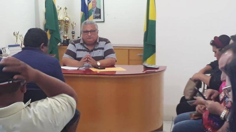 Prefeito Dr. Alcione realiza reunião com vereadores e secretários