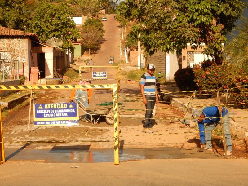 Prefeitura de Cristino Castro realiza reforma em ruas e avenidas da cidade